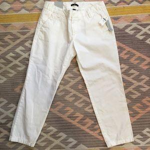 Gap • NWT Broke-In Skimmer White Crop Pants